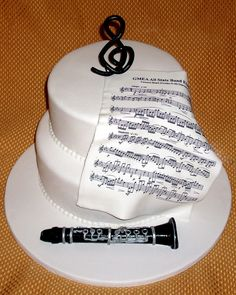 Love this cake. Greg hand-made the clarinet and I hand painted it. This cake is edible. Piano Cakes, Music Cakes, Bolo Paris, Huge Cake, Dessert Decoration, Cake Images, Happy B Day, Cupcake Cookies, Cupcakes