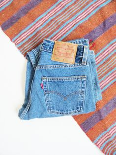 Medium Wash Levis 501 // Vintage Levis High Waist Jeans