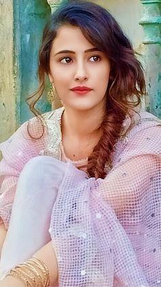 Nupur Sanon Beautiful Muslim Women, Beautiful Girl Indian, Beautiful Hijab, Beautiful Indian Actress, Beautiful Gorgeous, Beautiful Actresses, Beautiful Girl Wallpaper, Stylish Girl Pic, Bollywood Celebrities