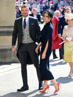 David Beckham and Victoria Beckham arrive at St George's Chapel at Windsor Castle before the wedding of Prince Harry to Meghan Markle on May 2018 in Windsor, England. Consigue fotografías de noticias de alta resolución y gran calidad en Getty Images David Y Victoria Beckham, Style Victoria Beckham, Victoria And David, Victoria Beckham Wedding Dress, Navy Midi Dress, Navy Blue Dresses, Nice Dresses, Yellow Dress, Midi Skirt