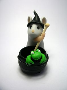 Witchy Mouse with Cauldron - polymer clay - by Kirsten Miller - QuernusCrafts. Cute!
