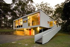 Extraordinary Routines · Stephen Ormandy - The Design Files Architecture Résidentielle, Australian Architecture, Australian Homes, Bauhaus, Gaudi, Casas Containers, The Design Files, Modern Buildings, Famous Buildings
