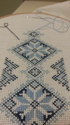 Diy Crafts - -Luanaamelia Russo's 542 media content and analytics Cross Stitch Geometric, Cross Stitch Borders, Cross Stitch Rose, Cross Stitch Flowers, Modern Cross Stitch, Cross Stitch Designs, Cross Stitching, Cross Stitch Embroidery, Cross Stitch Patterns