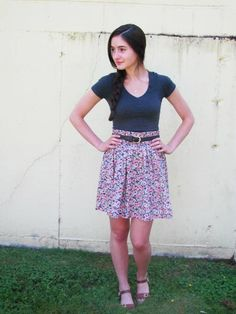casual summer outfit: tee and floral skirt