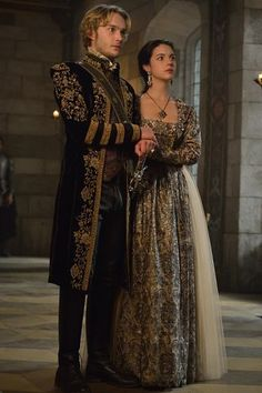 """Reign -- """"Extreme Measures"""" -- Image Number: -- Pictured (L-R): Toby Regbo as King Francis II and Adelaide Kane as Mary, Queen of Scotland and France -- Photo: Ben Mark Holzberg/The CW -- © 2015 The CW Network, LLC. All rights reservepn Moda Medieval, Medieval Dress, Adelaide Kane, Reign Fashion, Fashion Show, Tudor Fashion, Serie Reign, Reign Season 3, Season 1"""