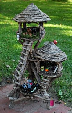 Fairy House - How to Make Amazing Fairy Furniture Mini Fairy Garden, Fairy Garden Houses, Gnome Garden, Garden Pots, Fairy Village, Fairy Tree, Fairy Crafts, Fairy Furniture, Furniture Online