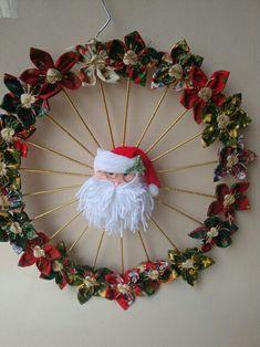 Olhem que simples e belíssima guirlanda. Handmade Christmas Decorations, Easy Christmas Crafts, Christmas Art, Simple Christmas, Christmas Ornaments, Holiday Wreaths, Holiday Decor, 242, Wreath Crafts