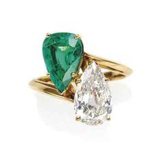Van Cleef & Arpels - Emerald and Diamond 'Toi & Moi' Ring - Ornée d'une émeraude et d'un diamant de forme poire, monture en or jaune, poinçon français, poids brut: 4.70 gr. Signée Mtre VCA pour Monture Van Cleef & Arpels, no. 13807CS - https://www.the-saleroom.com/en-us/auction-catalogues/christies-france/catalogue-id-srchris10033/lot-b49c6375-7aac-4750-87dc-a48b00b2a140