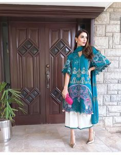 Asian Wedding Dress Pakistani, Pakistani Formal Dresses, Pakistani Fashion Casual, Pakistani Dress Design, Pakistani Outfits, Ethnic Fashion, Indian Outfits, Indian Fashion, Stylish Dresses For Girls