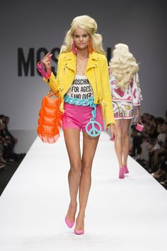 Moschino Spring Summer 2015 * Jeremy Scott and Barbie: Moschino Think Pink Nyc Fashion, Fashion Prints, Runway Fashion, High Fashion, Fashion Show, Fashion Outfits, Fashion Design, Dolly Fashion, Denim Fashion