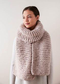 Ravelry: Giant Garter Scarf pattern by Purl Soho Easy Scarf Knitting Patterns, Knit Vest Pattern, Easy Knitting, Knitting Designs, Knit Patterns, Knitting Projects, Chunky Crochet Scarf, Chunky Knit Scarves, Knit Crochet