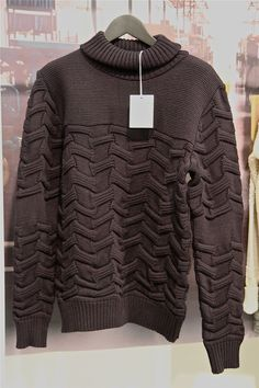 Jonna: love the structure, gives à fine knit à more heavy knit optic. Also Nice the irregular placement of the structure