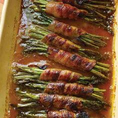 This easy recipe for bacon-wrapped asparagus with a glaze made of brown sugar and soy sauce appears in a Trisha Yearwood cookbook. Best Picture For asparagus pasta For Your Taste You are looking for s Asparagus In Oven, Bacon Wrapped Asparagus, Recipes With Asparagus, Asparagus Appetizer, Parmesan Asparagus, Fresh Asparagus, Recipes With Soy Sauce, Bacon Recipes, Paper Crafting