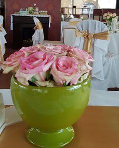 Esküvői virágtartó bérlés zöld. Gyere és válogass a több mint 500 csodálatos egyedi esküvői kellék közül. Mennyiségi kedvezményekkel várunk. MerciDekor.hu Inspirációs képeink segítenek a Te stílusod megtalálásában. Gyere és hívj: Tel: 30/385-4688 Ingyenes tanácsadással várunk! - Esküvői virágtartó bérlés zöld Table Decorations, Home Decor, Decoration Home, Room Decor, Home Interior Design, Dinner Table Decorations, Home Decoration, Interior Design