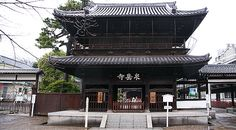 """Sengakuji (泉岳寺) is a small temple near Shinagawa Station in Tokyo. The temple is famous for its graveyard where the """"47 Ronin"""" (also known as Akoroshi, the """"masterless samurai from Ako"""") are buried.  The story of the 47 loyal ronin (see below) remains one of the most popular historical stories in Japan, and many people visit the temple in order to pay respect to the Akoroshi by burning incense sticks (senko) in the graveyard. A small museum commemorating the 47 ronin can also be found at…"""
