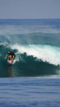 Bruce Irons, Mason Ho, Simon Rex, and more surfing big waves. surf video created by Roddy Tabatabai in Surfing Videos, Surfing Tips, Fantasy Mermaids, Real Mermaids, Surfing Wallpaper, Surfing Quotes, Water Type, Summer Surf, Surfing Pictures
