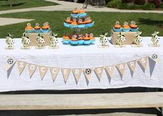 CopyCrafts: SOCCER PARTY - Free printable cupcake toppers and banner.
