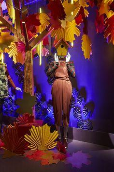 Visual Display, Display Design, Store Design, Boutique Shop Interior, Christmas Window Display, Clothing Displays, Store Window Displays, Autumn Display, Design Palette