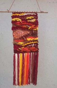 Tapiz a telar manual. Lana reciclada. Fiber Art, Friendship Bracelets, Lana, Jewelry, Tapestries, Weaving Looms, Jewlery, Jewerly, String Art