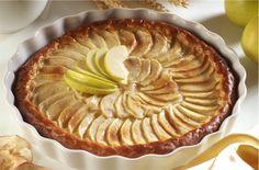 Tarte de maçã superfácil. Uma delícia requintada que em 10 minutos fica pronta a ir ao forno.