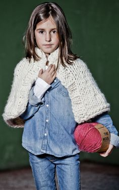 marshmallow-cape-kit-para-tejer-de-we-are-knitters.jpg (736×1177)