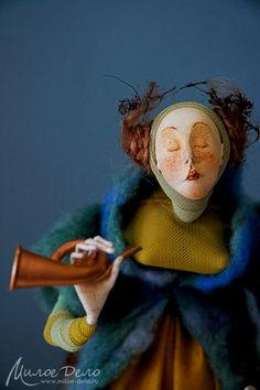 Авторская куколка в смешанной технике...Еще одна волшебная фея. Её зовут Эрика. Она живёт среди цветов, людям на глаза не показывается. Разве только тем, к кому испытывает искреннюю симпатию. Чтобы с ней подружиться, нужно быть очень добрым человек...