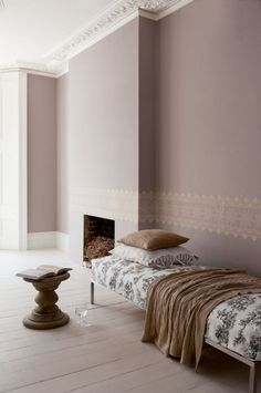 Taupe Wandfarbe - Edle Kulisse für Möbel und Accessoires Taupe Bedroom, Bedroom Wall, Home Bedroom, Sherwin Williams Poised Taupe, Bohemian Furniture, Cosy Room, Room Colors, Wall Colors, Home Art