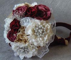 Ramo de novia vintage  echo a mano, materiales encaje, satén y diversos tipos de tejidos en color blanco, marfil, magenta, granate, crudo, adornos ...