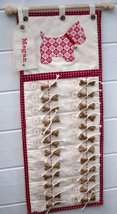Are you interested in our small advent calendar for dogs? With our fabric Christmas calendar for dogs you need look no further. Christmas Makes, Christmas Dog, Homemade Christmas, Christmas Projects, Christmas Stockings, Christmas Holidays, Nordic Christmas, Modern Christmas, Dog Crafts