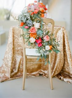 Gold chairs with a sequin table cloth. So chic and elegant! #sequins #wedding #weddingdecor