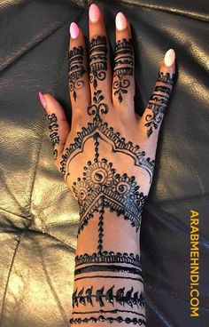 50 Most beautiful Black Mehndi Design (Black Henna Design) that you can apply on your Beautiful Hands and Body in daily life. Black Mehndi Designs, Hena Designs, Henna Designs Feet, Mehndi Design Images, Mehndi Designs For Hands, Rangoli Designs, Cute Hand Tattoos, Henna Tattoo Hand, Henna Body Art