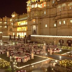 Could you get married at a palace? This is a scene from a real wedding in Udaipur, Rajasthan. #indianweddings #IncredibleIndia