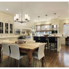 If you are looking for a luxury kitchen design then boy do we have some for you! Take a look at some amazing luxury kitchen designs, here! Dream Kitchen, Home, Kitchen And Bath, Kitchen Remodel, Luxury Kitchen, New Kitchen, Tuscan Decorating, Home Kitchens, Kitchen Design