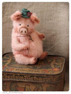 Yugin pig By Anna Bratkova - Sweet fanny fat pig) made of german mohair,toned art oil pant, glass eyes5 way jointedstuffed wood chips