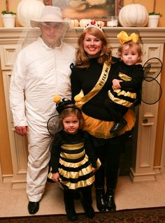Cute family costumes, except Jack would be a bear and Stella would be a honey pot. Bee Halloween Costume, Family Halloween Costumes, Toddler Halloween, First Halloween, Cute Costumes, Baby Costumes, Costume Ideas, Diy Bee Costume, Baby Bumble Bee Costume