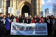 El derecho al voto de las británicas cumple 100 años. La sufragista Emily Davison se arrojó bajo el caballo de Jorge V. Guillermo Ximenis · EFE | Noticias de Gipuzkoa, 2018-02-07 http://www.noticiasdegipuzkoa.com/2018/02/07/sociedad/el-derecho-al-voto-de-las-britanicas-cumple-100-anos