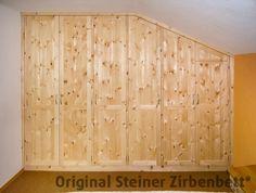 Schwebetürenschrank innenausstattung  Zirbenholzschrank mit Schiebetüren,, Massivholz-Schrank ...