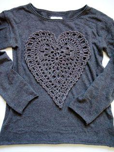 VMSom Ⓐ Cage: hand on heart embelleshment on t-shirt