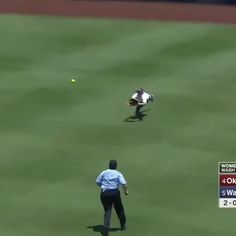What a catch! Tag a teammate who could make this play! Softball Rules, Softball Workouts, Senior Softball, Softball Uniforms, Softball Problems, Softball Cheers, Softball Players, Girls Softball, Fastpitch Softball