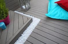 terrasse en bois composite wpc-bordure-décorative-galets-blancs
