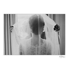 So it begins. #manitoba #weddings #weddingdetails #details #bouquet #flowers #prairies #bride #spring #weddingvenue #blfstudios #veil #gettingready #bwphoto #fortgarryhotel