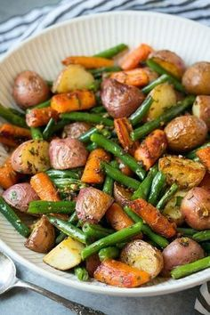 Veggie blend of potatoes, carrots and green beans seasoned with the delicious garlic and herb blend and roasted to perfection. Excellent go-to side dish! # Food and Drink dinner cleanses Roasted Vegetables with Garlic and Herbs - Cooking Classy Healthy Meal Prep, Healthy Dinner Recipes, Whole Food Recipes, Healthy Eating, Cooking Recipes, Meal Prep Recipes, Simple Healthy Meals, Healthy Lunch Ideas, Healthy Dinner Sides
