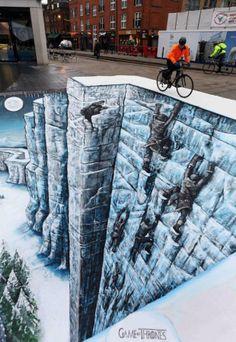 Commandé par HBO ( Home Box Office, du groupe Time Warner ), ce trompe-l'œil  géant de 10 x 7 mètres a été réalisé en plein coeur de Londres par le duo de street-artists Joe & Max afin de promouvoir la sortie en DVD de la troisième saison de la célèbre série Game of Thrones.