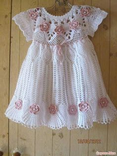 See how easy it is to make this beautiful dress in crochet patterns FREE SCHEME … - Baby Dress what a beautiful crochet dress model I found very delicate pattern see step by step free One of the most popular categories where you can find a lot of free Crochet Dress Girl, Crochet Baby Dress Pattern, Baby Dress Patterns, Baby Girl Crochet, Crochet Baby Clothes, Crochet For Kids, Crochet Patterns, Crochet Dresses, Crochet Diagram