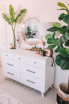 35 Amazingly Pretty Shabby Chic Bedroom Design and Decor Ideas - The Trending House Cute Bedroom Decor, Room Ideas Bedroom, Home Bedroom, Tan Bedroom, Bedroom Small, Bedroom Inspo, Trendy Bedroom, Room Decor Boho, West Elm Bedroom