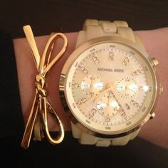 Simple and elegant, Michael Kors. Gold bow bracelet -Watches and bracelets Outlet Michael Kors, Cheap Michael Kors, Michael Kors Watch, Mk Handbags, Handbags Michael Kors, Bow Bracelet, Bracelets, Bracelet Watch, Jewelry Accessories