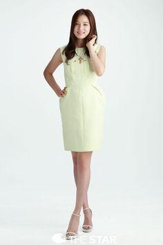 Yoon So Hee, our latest sweetheart, shows us how to take a selfie Yoon So Hee, Korean Girl, Asian Girl, Korean Entertainment, Korean Actresses, Show Us, Big Men, Korean Model, Her Smile