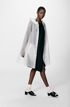 The Stutterheim Mosebacke Frost raincoat is the women's A-line version of our iconic raincoat. This feminine model has a beautiful silhouette with a spacious cut. It is handmade in our new translucent fabric sourced from Limonta in Italy, comes unlined, w