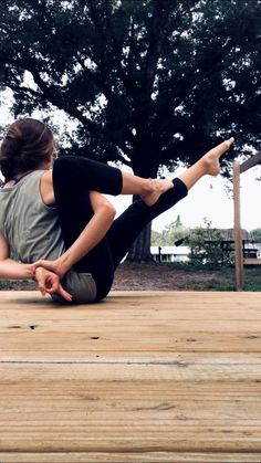 Easy Yoga Workout - one with nature Get your sexiest body ever without,crunches,cardio,or ever setting foot in a gym Bodybuilding, Yoga Photography, Newborn Photography, Yoga Photos, Advanced Yoga, Yoga Positions, Yoga For Flexibility, Yoga Moves, Yoga Tips