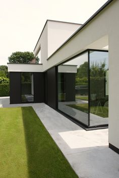 1930s House Exterior, Exterior Design, Interior And Exterior, Patio Edging, Prefab Homes, House Front, Architecture, Building Design, My Dream Home